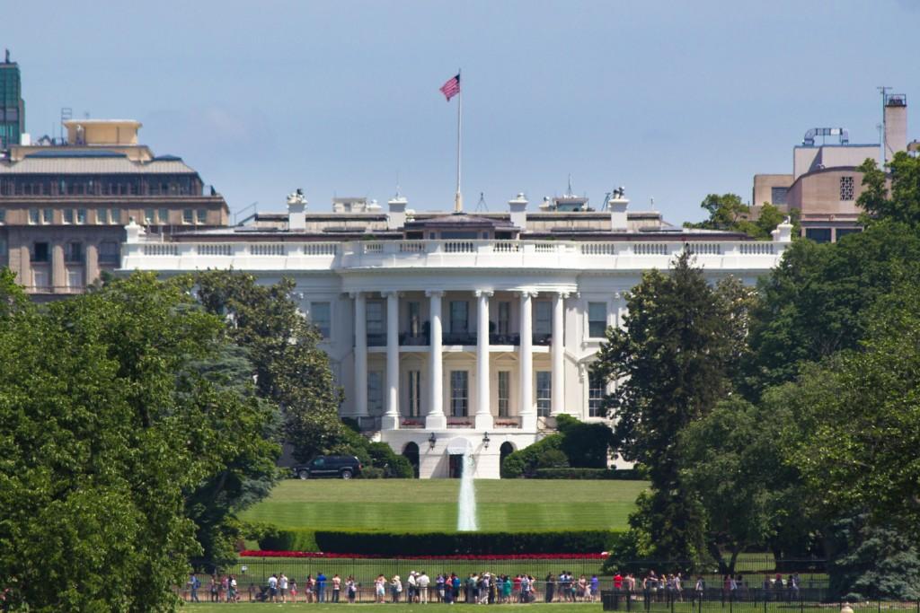 Weiße Haus, vom National Monument aus fotografiert (Tele)