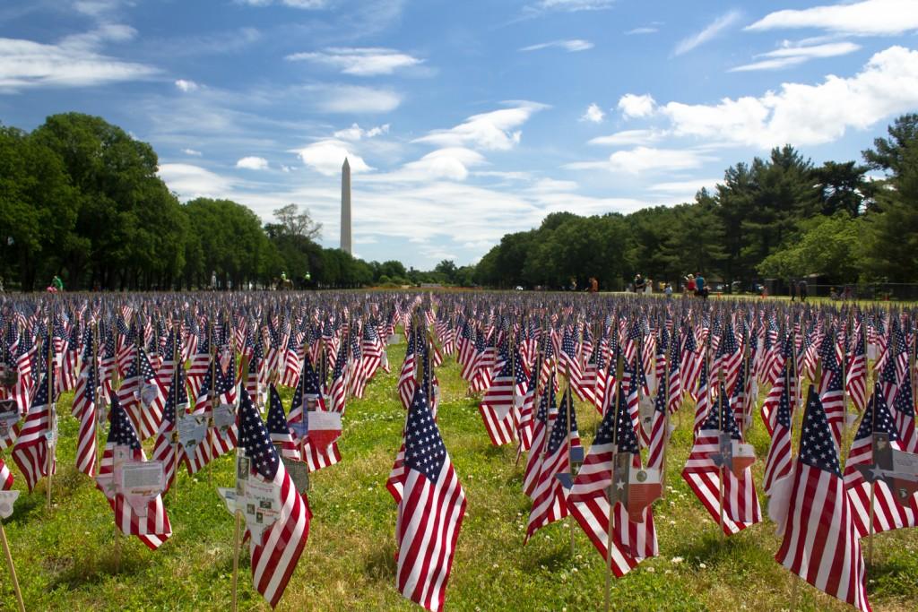 Amerika-Flaggen soweit das Auge reicht...